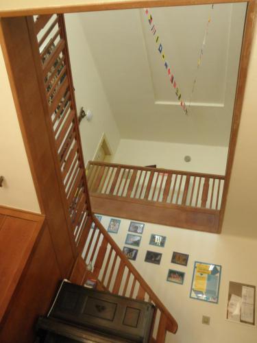 Schodiště s ochozem do prvního patra